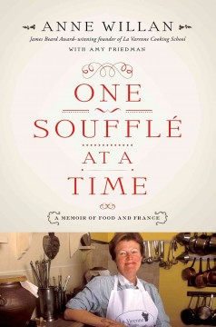 One souffle at a time : a memoir of food and France / Anne Willan ; with Amy Friedman