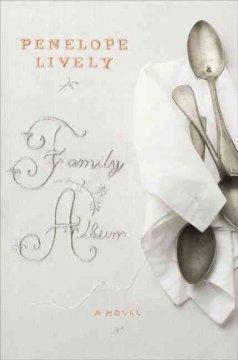 Family album / Penelope Lively